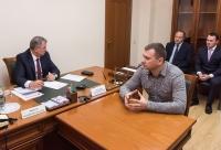 Губернатор поручил помочь в ремонте СШ «Маршал»
