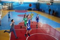 Калужские спортсмены встретили Рождество на лыжне и в борьбе под баскетбольными кольцами