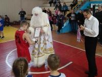 Баскетбольный Дед Мороз наградил семилеток!