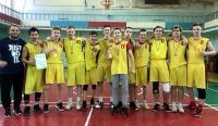 288 школьников играли в баскетбол